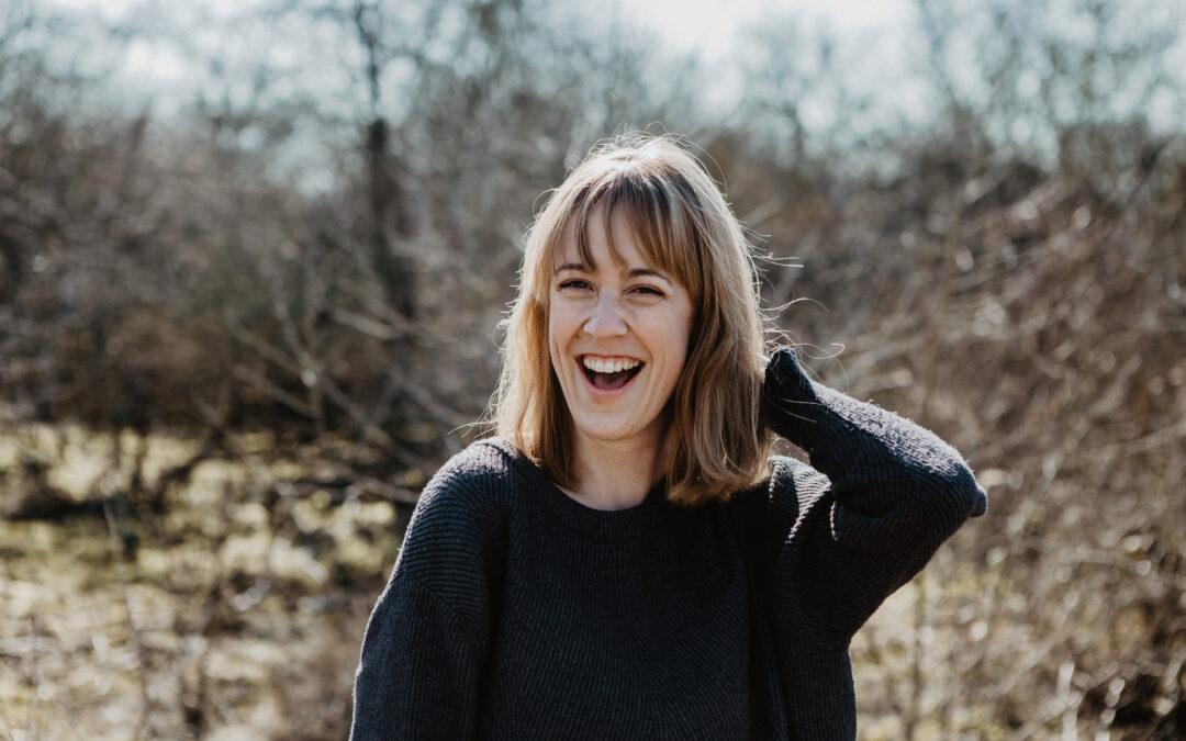 Progressive Muskelrelaxation für Musiker*innen – Interview mit Isabell Honig Musikerin und Stimmcoach